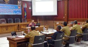 Lima anggota Pansel mencecar satu di antara calon Direktur PDAM Tirta Pancur Aji Sanggau, Selasa (27/11)