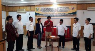 Serah-terima Aplikasi E-Sawit dari Lembaga Pemberdayaan Pergerakan Rakyat (Elpagar) Kalbar ke Pemkab Sanggau, Rabu (19/12)//Ram