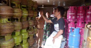 Forkompimcam sidak sejumlah pangkalan di Kota Sanggau, Selasa (4/12)--Ram