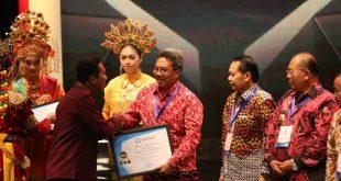 Sekda Sanggau besera para penerima penghargaan di kantor Ombudsman RI di Jakarta—Diskomifo Sanggau
