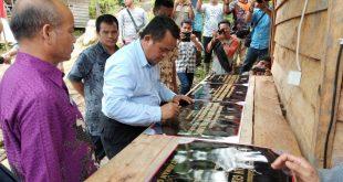 melakukan peresmian PLTMH di Dusun Kadok, Desa Sungkung II, Kecamatan Siding, Minggu (6/1/2019).