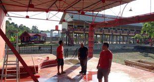 Panitia melakukan pengecekan kesiapan lokasi Gawai Dayak Nosu Minu Podi ke-XV di Rumah Betang Raya Dori Mpulor, Selasa (2/7)