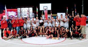 Foto--Tim Basket Kawan saat foto bersama di lapangan Perbasi Landak, Selasa (20/8) malam