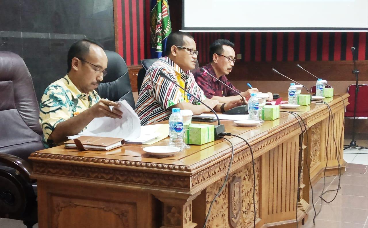 Foto—Rapat persiapan pelantikan anggota DPRD Sanggau periode 2019-2024, Jumat (13/9) di aula lantai I kantor Bupati Sanggau-