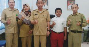 Foto---Makal Ikrama Wardana Putra didampingi para guru MINT 1 Sanggau