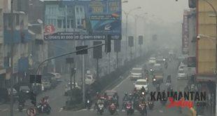Kota Pontianak diselimuti kabut, Minggu (15/9). FOTO: Lukas B Wijanarko
