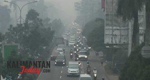 Kabut asap semakin pekat menyelimuti Kota Pontianak, senin(16/9). FOTO/Lukas b wijanarko
