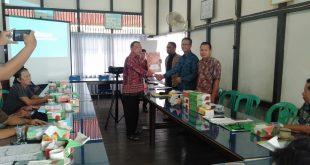 Foto--Suasana audiensi LAMS dan perwakilan konsumen bersama managemen PDAM Tirta Pancur Aji Sanggau yang dipimpin Direktur PDAM, Yohanes Andriyus Wijaya, Kamis (10/10).