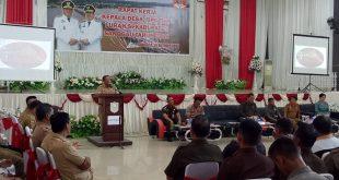 Foto--Bupati membuka secara resmi rapat kerja Kepala Desa, BPD dan Lurah se-Kabupaten Sanggau tahun 2019 di Gedung Pertemuan Umum (GPU) Kabupaten Sanggau, Selasa (29/10).