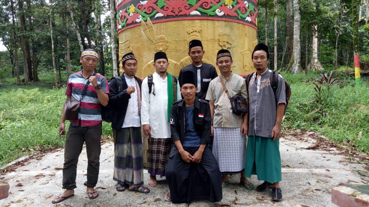 Wisata Religi ke Makam Raja Sanggau
