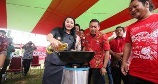 Karolin Resmi Melaunching Kompor KMN