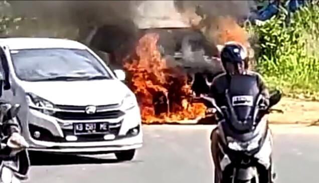 Mobil Terios Terbakar