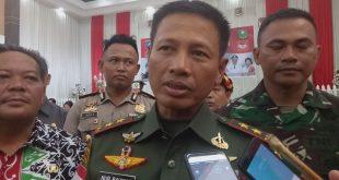 Foto---Pangdam XII/Tanjungpura Mayjen TNI M Nur Rahmad diwawancarai awak media, Jumat (1/11).