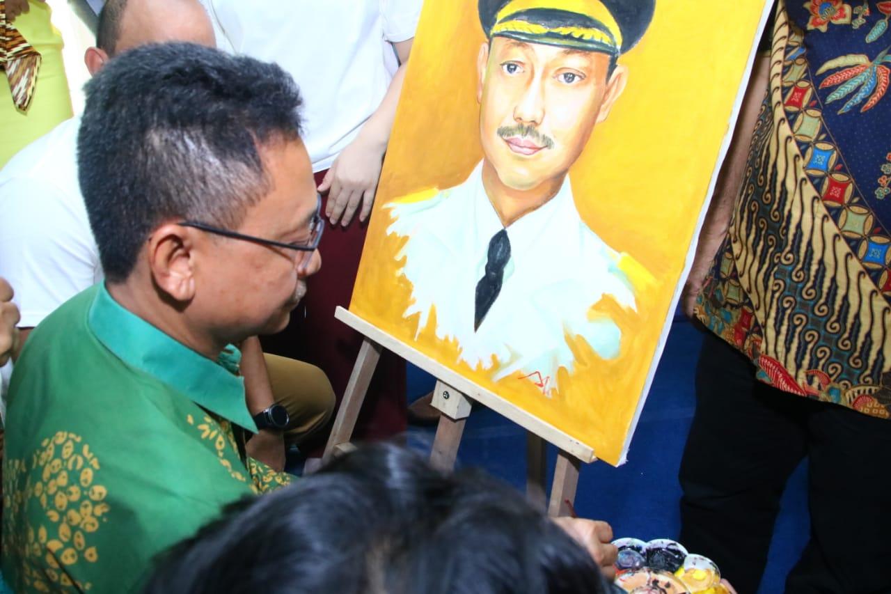 Wajah Wali Kota Edi Rusdi Kamtono menjadi satu di antara obyek lukisan hasil karya difabel.