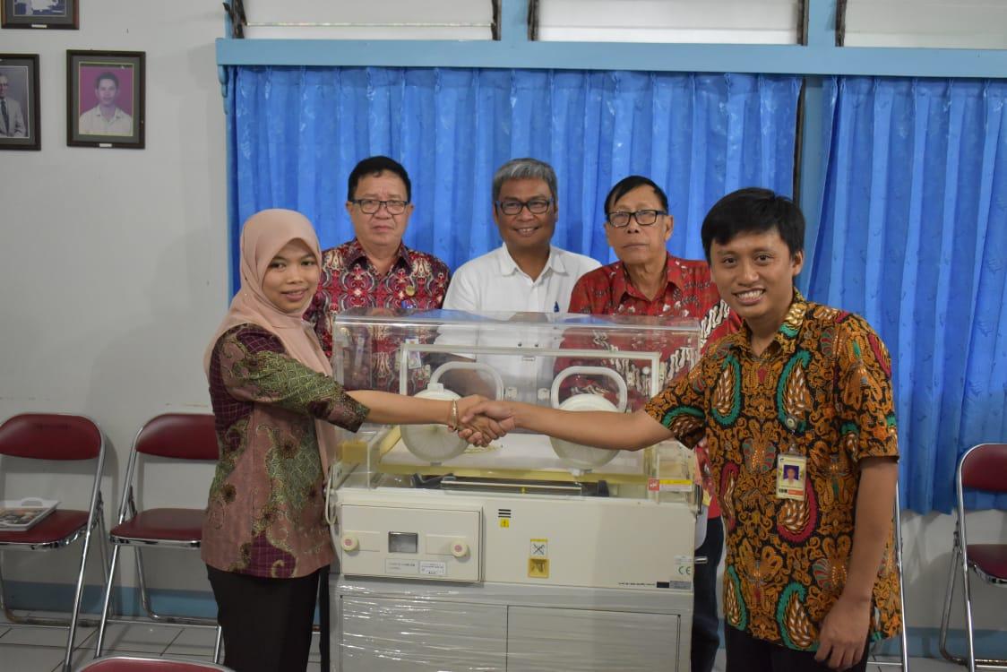 Dua unit incubator yang telah diterima RS Serukam