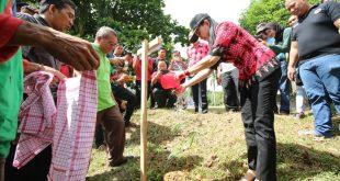 1000 Pohon ditaman di Komplek Gereja Salib Suci Ngabang