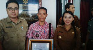 Serius Jaga Keaslian Hutan, Desa Bentiang Madomong Kabupaten Landak Terima Penghargaan