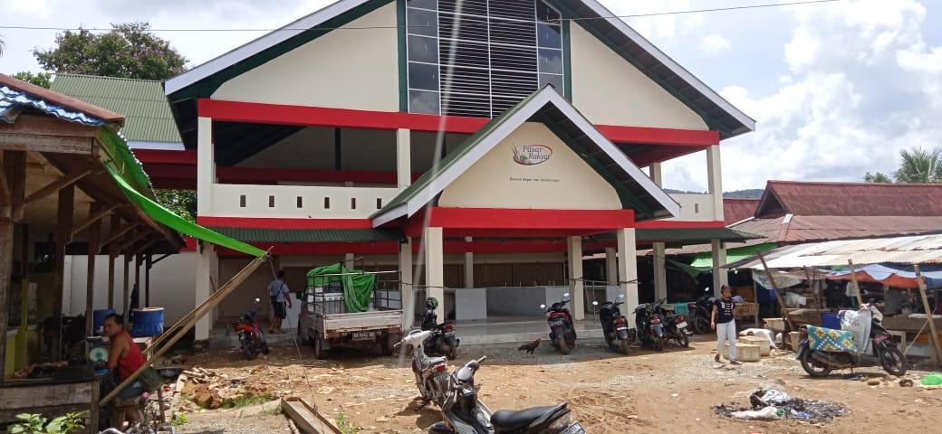 Foto---Kondisi pasar rakyat di Balai Batang Tarang yang baru rampung dibangun pemerintah—Kiram Akbar