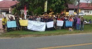 Warga Desa Bengkawe Menjalin Gelar Aksi Damai Tuntut PT. MBS Penuhi Kewajiban