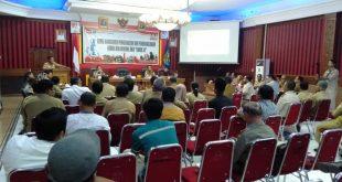 Foto---Bupati Sanggau, Paolus Hadi memberi sambutan dalam Rakor pengendalian dan penanggulangan rabies dan rencana aksi 'Sanggau bebas rabies tahun 2024' (Saber 24) di lantai I Kantor Bupati Sanggau, Selasa (21/1/2020)---Kiram Akbar