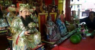 Warga Tionghoa Gelar Ritual Jemput Dewa-Dewi