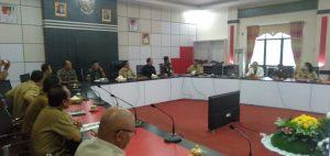 Foto---Rapat terbatas yang digelar Bupati, Ketua DPRD, jajaran Forkompimda dan sejumlah kepala OPD terkait, Senin (16/3/2020) di lantai II kantor Bupati Sanggau---Kiram Akbar