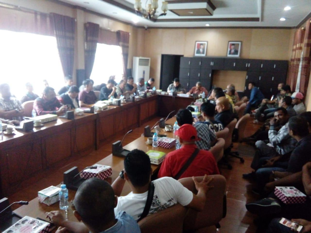 Caption: Pertemuan Komisi V DPRD Provinsi Kalbar dengan Pekerja Outsourcing PT Haleyora Powerindo, Kamis (05/03/2020).